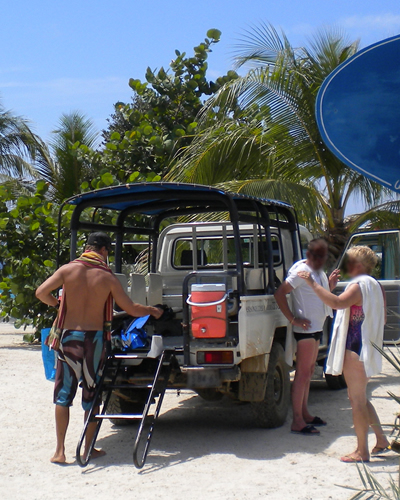 Customer Service Stories: Snorkeling Guide Truck